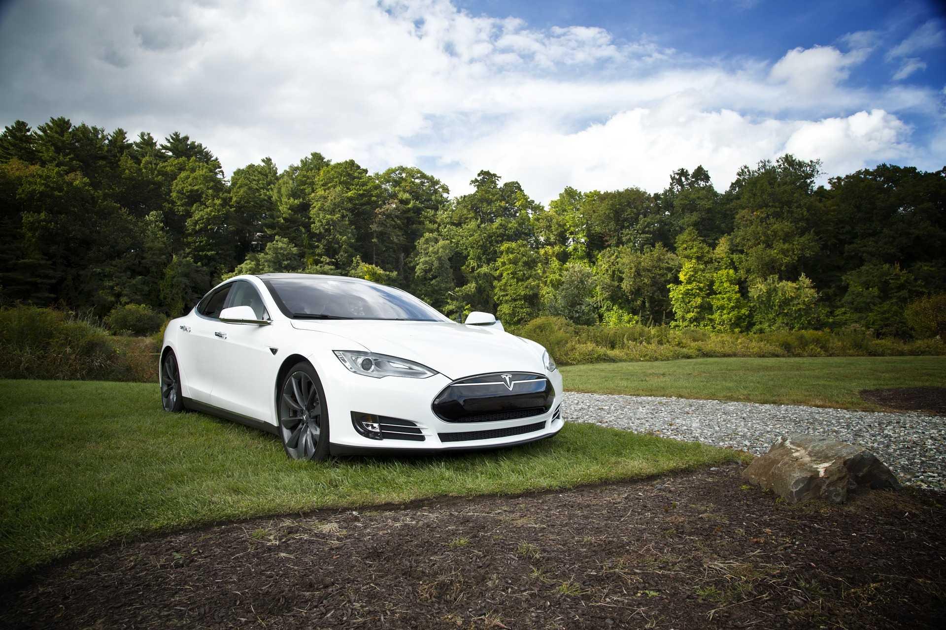 Tesla Model 3 : le mode sentinelle permet de retrouver l'auteure d'un acte de vandalisme sur la voiture d'Elon Musk