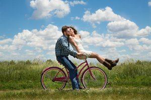 Vélo électrique : quand (moins) pédaler vous rend heureux