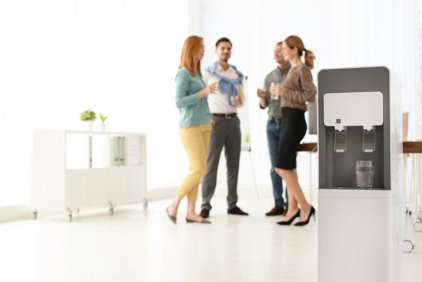 3 bonnes raisons d'installer une fontaine à eau dans votre entreprise