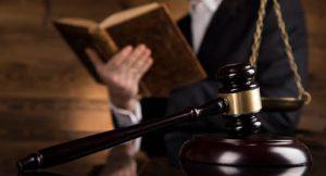 Read more about the article Pourquoi une entreprise devrait-elle recruter un avocat ?