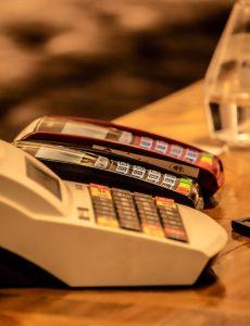 Read more about the article Équiper son point de vente : comment choisir une caisse enregistreuse?